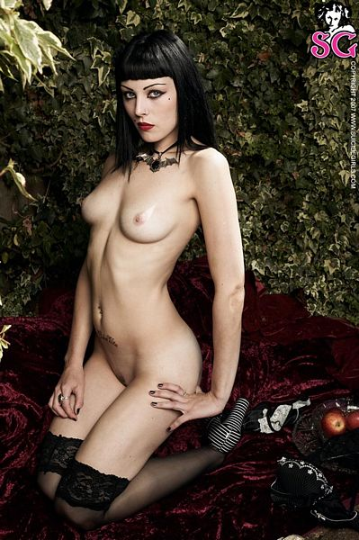 hot naked goth girlfriend